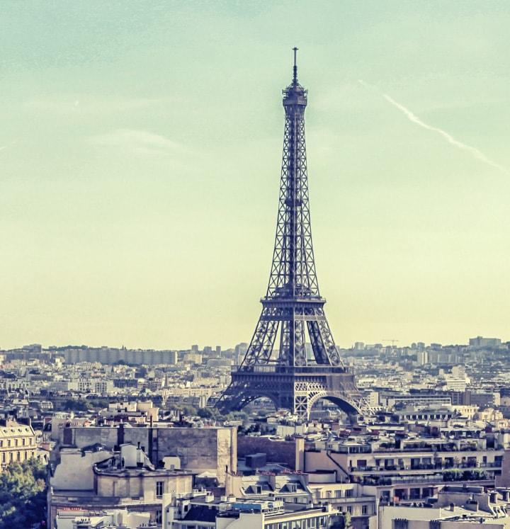 Flyv billigt til byernes by Paris